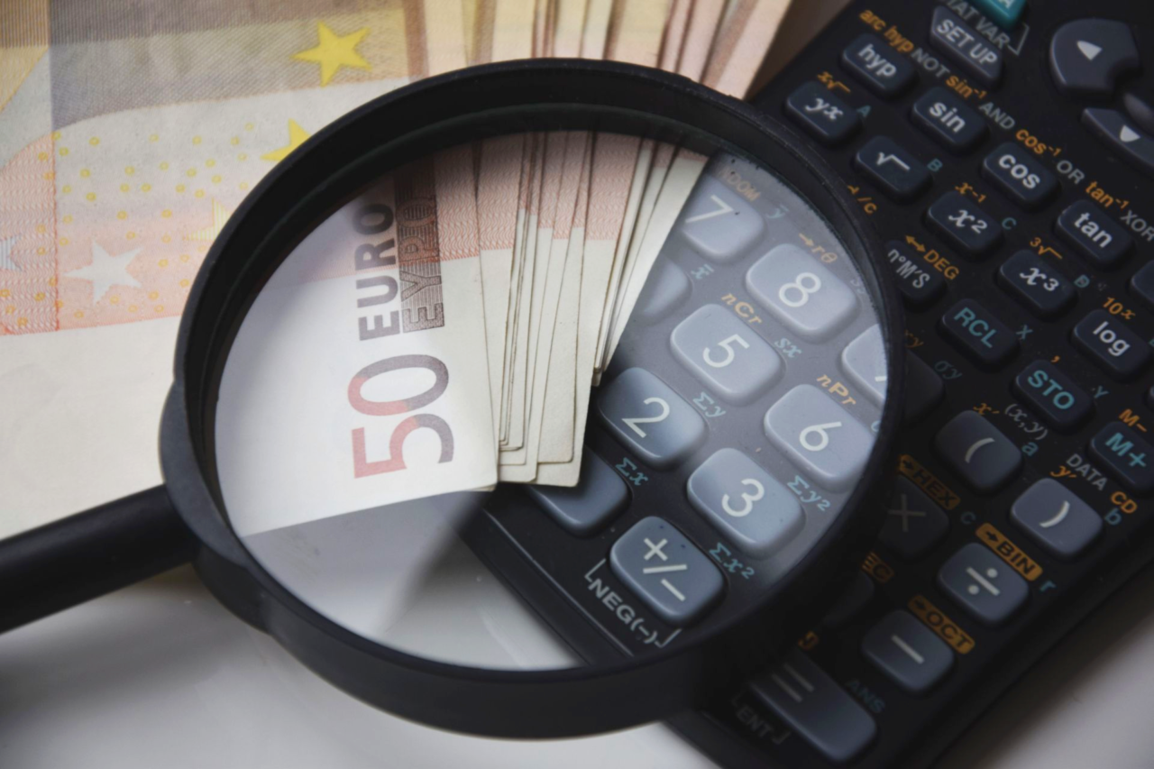 https://www.cfarias.com.br/wp-content/uploads/2020/02/Canva-50-Euro-Banknote-Beside-Black-Calculator-1280x853.png